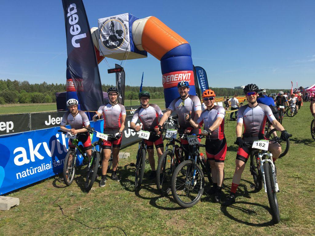 Visma Lietuva dviratininkų komanda varžybose