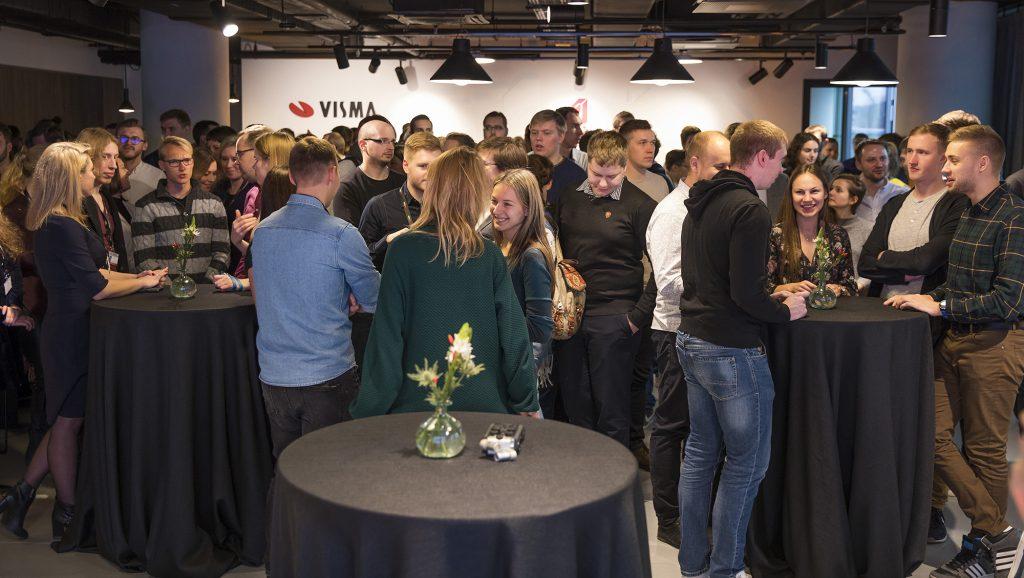 ofiso Vilniuje atidarymo šventės akimirka
